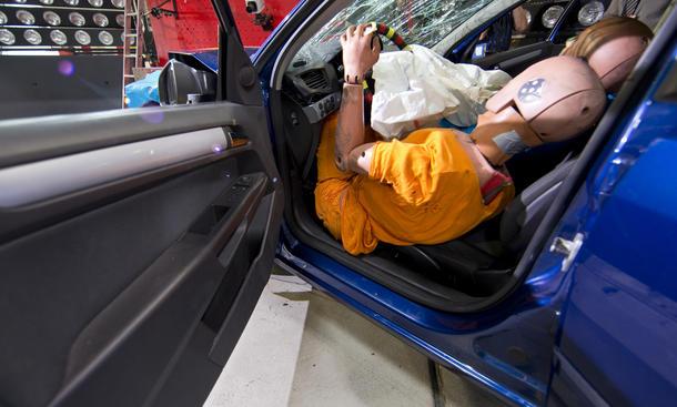 ADAC Airbags Sicherheit Gurt 2012 Untersuchung