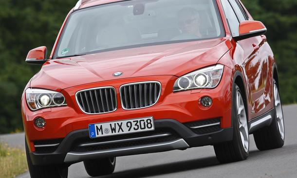 BMW X1 xDrive 20d SUV-Vergleich 2012 Technik Fahraufnahme Front