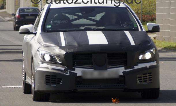 Mercedes CLA 45 AMG C 117 2013 Erlkoenig Mittelklasse Fahraufnahme Front