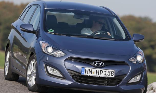 Bilder Hyundai i30cw 1.6 CRDi Kompaktklasse Kombi Vergleich 2012
