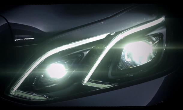 Mercedes E-Klasse Facelift 2013 Detroit Auto Show 212 207 Mopf Licht-Design LED Tagfahrlicht Video