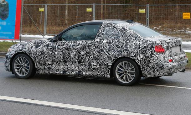 BMW-2er-Coupe-2013-Erlkoenig-M235i-F22-04