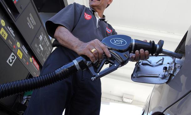 Benzinpreise Sprit Kosten 2012 Rekorde Tanken Zapfsäule Wirtschaft Öl