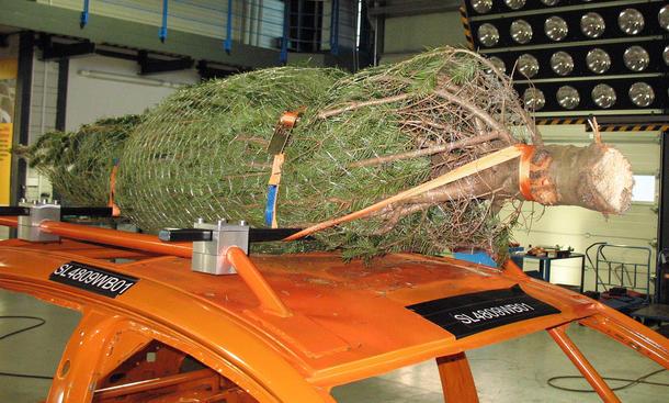 Christbaum Weihnachtsbaum Auto Transport Sicherung Crash Unfall Video