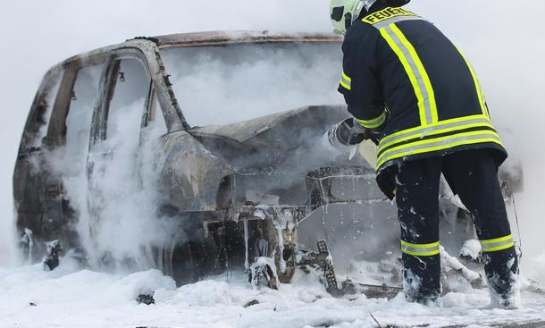 Brandstiftung Feuer Kfz Versicherung Feuer Autos Schaden Versicherer Übernahme