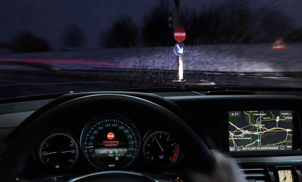 Mercedes Geisterfahrer System Einbahnstraße