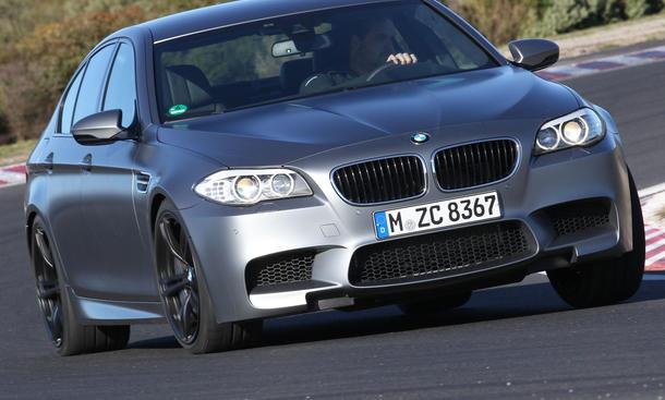 Bilder BMW M5 (F10) 2013 Sportlimousine Vergleich