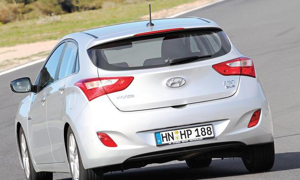 Bilder Hyundai i30 blue 1.6 CRDi 2013 Vergleich Kompaktklasse Diesel Design