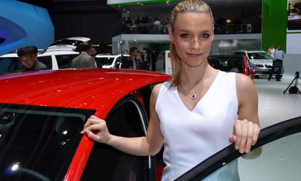 Sexy Messe-Girls: Genfer Autosalon 2013 bietet viele Highlights