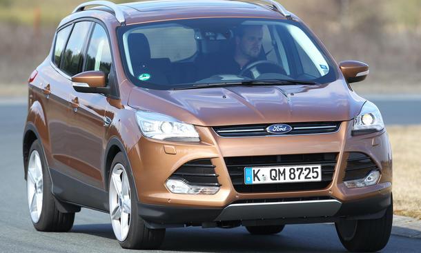 Bilder Ford Kuga 2.0 TDCi 4x4 2013 Kompakt SUV Vergleich Fahrverhalten