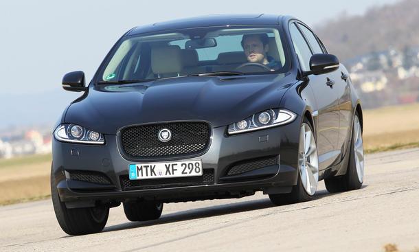 Bilder Jaguar XF 3.0 Kompressor AWD 2013 Oberklasse-Limousinen Vergleich