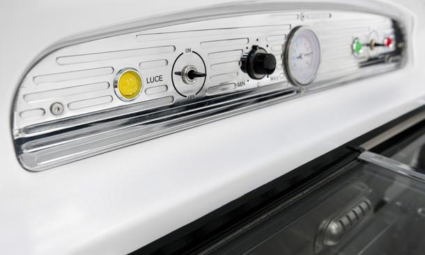 Smeg Kühlschrank Reparieren : Fiat kühlschrank im kleinwagen design von smeg autozeitung