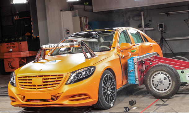 Mercedes S Klasse 2013 Crashtest Sicherheit Assistenzsysteme Airbags