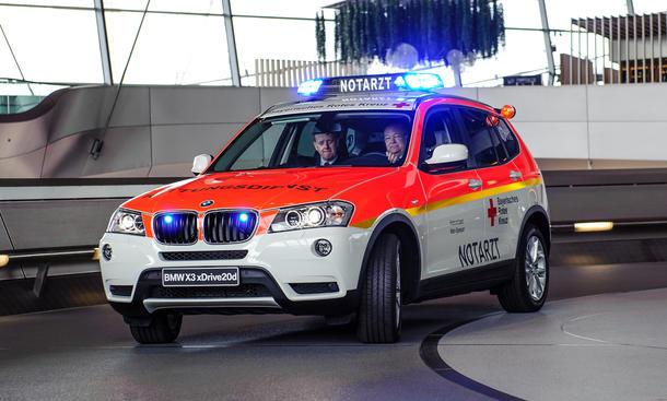 BMW X3 20d Notarzt Einsatzfahrzeug Rettungsdienste Bayerisches Rotes Kreuz Geländewagen 2013