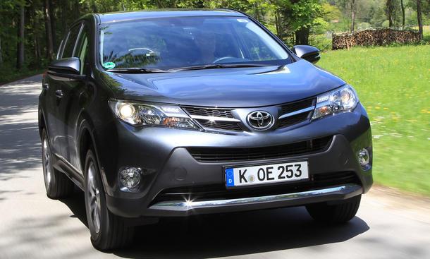 Bilder Toyota RAV4 2.2 D-4D 2013 Kompakt-SUV Fahrverhalten