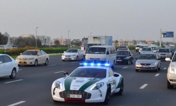 Dubai Police Einsatzwagen Supersportler Bilder Aston Martin One-77