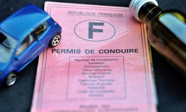 Theoretische Führerscheinprüfung Fahrprüfung Theorie Praxis Hilfsmittel Betrug Verdacht