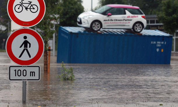 Hochwasser 2013 Überschwemmung Deutschland Versicherung Auto Wasserschaden Warnung