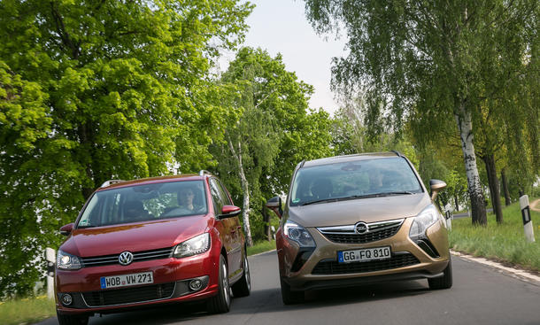 Markenvergleich Kompaktvans Opel Zafira Tourer 2.0 CDTI VW Touran 2.0 TDI BlueMotion Technology Modellpalette