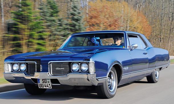 Oldsmobile 98 Holiday Hardtop Coupe Bilder Fahrbericht Ninety-Eight
