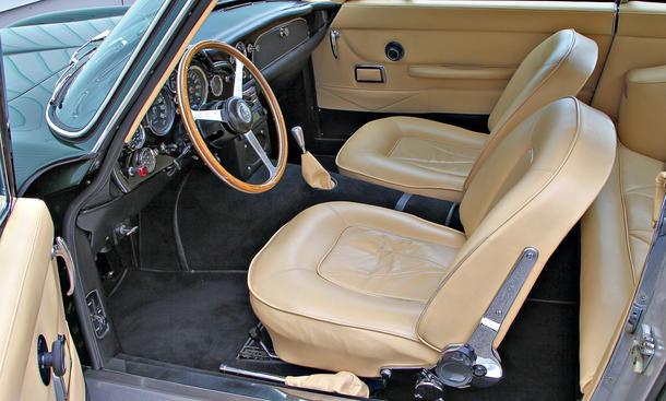 vergleich supersportler aston martin db6 corvette sting ray lamborghini countach porsche 911. Black Bedroom Furniture Sets. Home Design Ideas