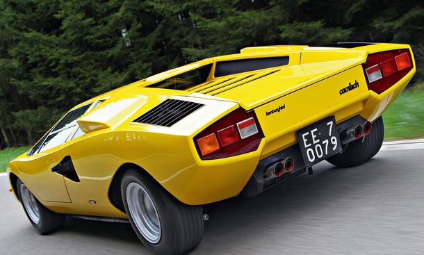 vergleich supersportler aston martin db6 corvette sting. Black Bedroom Furniture Sets. Home Design Ideas