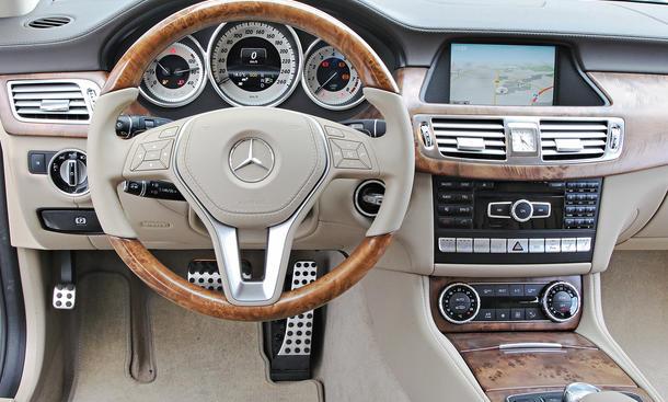 Bilder 2013 Mercedes CLS 500 Shooting Brake 4MATIC Luxuslimousinen-Vergleich Cockpit Komfort