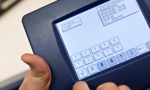 Tachometer zurückdrehen Betrug leichtgemacht Hersteller Gefahr