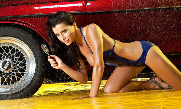 Kalender-Girls November 2013 Hot Carwash