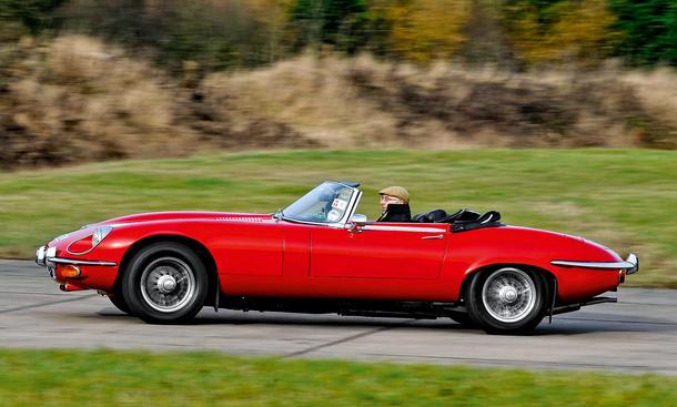 Jaguar E-Type 4.2 Reihensechszylinder Motor Bilder