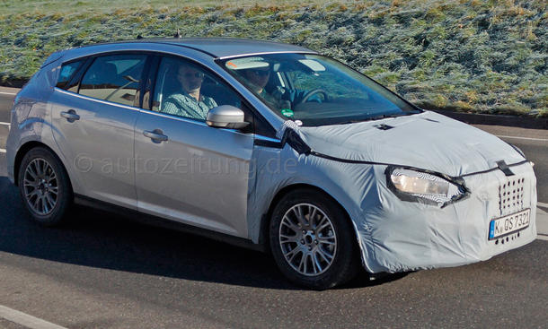 Ford Focus Facelift 2014 Erlkönige Limousine Kombi Stufenheck Bilder