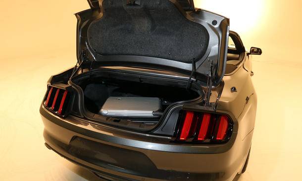 ford mustang convertible trunk space car autos gallery. Black Bedroom Furniture Sets. Home Design Ideas