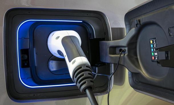 Elektroauto Marktanteil Prognose 2025 Nische Elektromobilitaet Hybrid Verbrenner