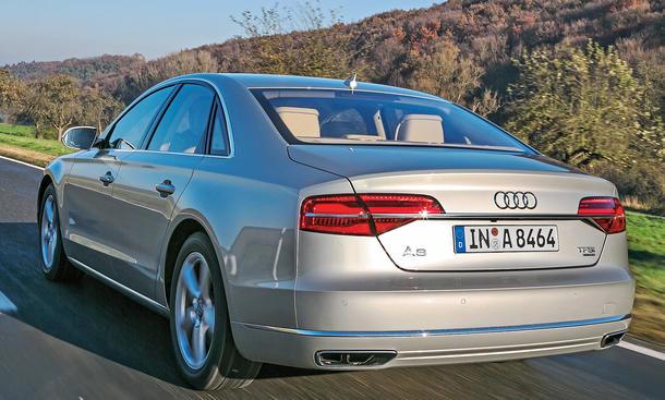 Bilder Audi A8 4.0 TFSI quattro Vergleichstest Luxusklasse-Limousinen Fahraufnahme