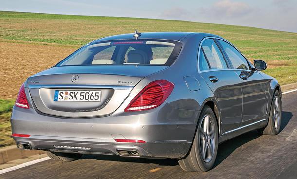 Bilder Mercedes S 500 4MATIC S-Klasse Luxusklasse-Limousinen Heckaufnahme