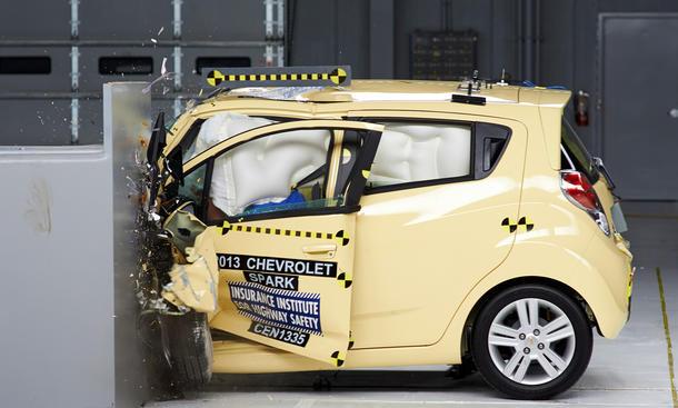 Kleinwagen Crashtest 2014 IIHS Small Overlap geringe Ueberdeckung