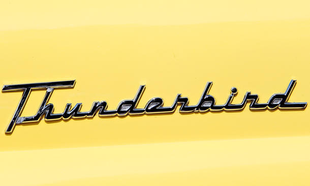 Ford thunderbird design vergleich bilder technische daten schriftzug