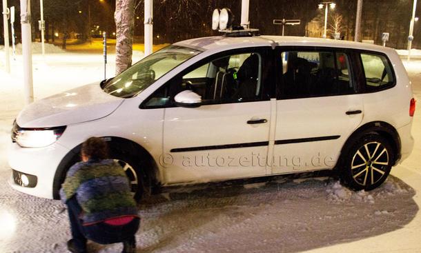 2015 - [Volkswagen] Touran - Page 2 VW-Touran-2015-Erlkoenig-Van-Pariser-Autosalon-2014-1