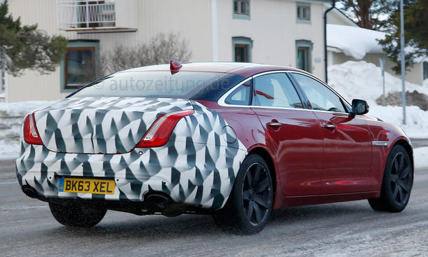 2015 - [Jaguar] XJ Restylée Jaguar-XJ-Facelift-Erlkoenig-2014-02