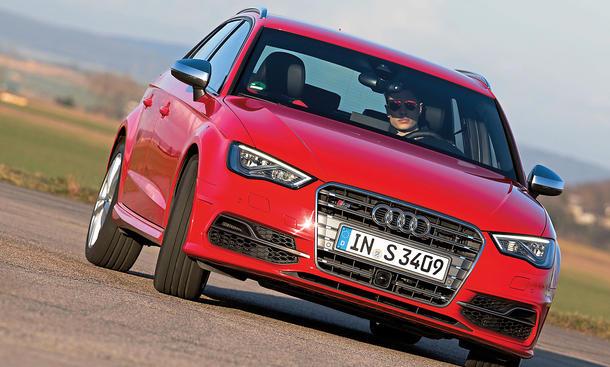 Bilder Audi S3 Sportback Kompaktsportler Handling