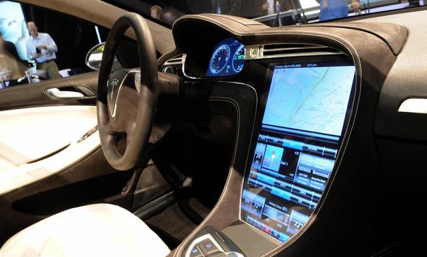 Autos Vernetzung Touchscreens Sicherheit Ablenkung Multimedia