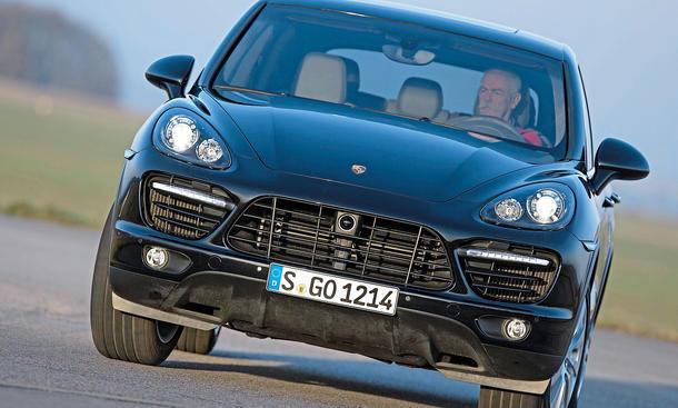 Bilder Porsche Cayenne Turbo SUV-Vergleich Kurvenfahrt