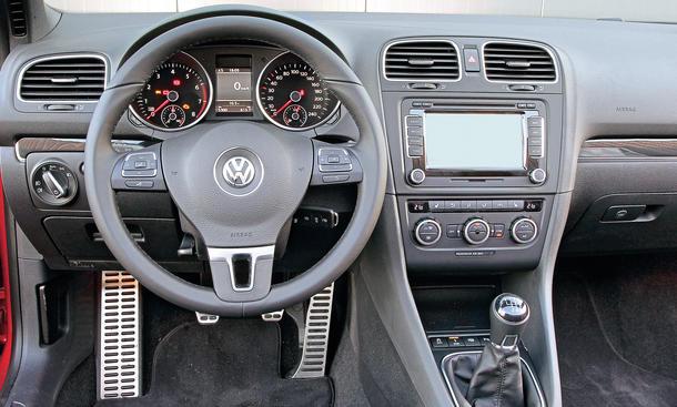 Bilder VW Golf Cabriolet 1.4 TSI Vergleichstest Kompakte Cabrios Cockpit