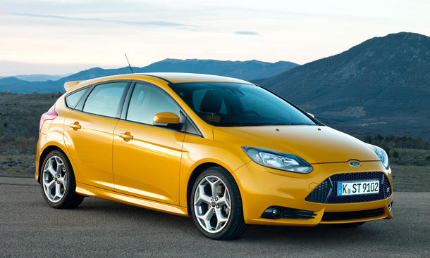 ford focus st facelift 2015 preis und motoren. Black Bedroom Furniture Sets. Home Design Ideas