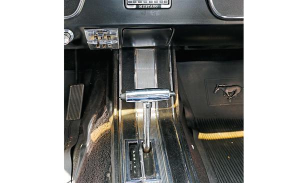 Ford mustang vergleich bilder technische daten oldtimer mittelkonsole
