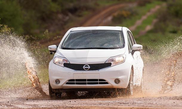 Nissan Nanolack selbstreinigende Beschichtung Tests 2014 Forschung