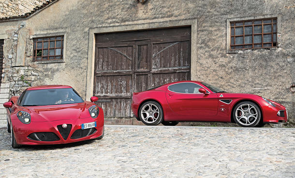 faszination der alfa romeo 4c trifft den 8c competizione bild 3. Black Bedroom Furniture Sets. Home Design Ideas