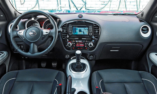 Nissan juke fahrbericht des facelift modells mit neuem for Nissan juke innenraum
