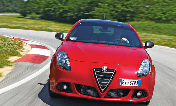 Alfa Romeo Giulietta QV 2014 Fahrbericht Kompaktklasse Doppelkupplungsgetriebe Bilder
