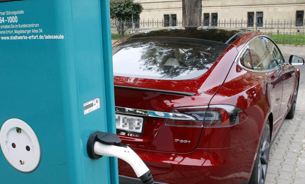 Elektroauto-Ladesaeule-Parkverbot-Urteil-Ladestation-Knoellchen